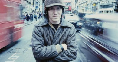 American singer-songwriter Elliott Smith (1969 - 2003),